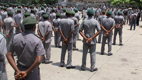 nigeria-customs-officers