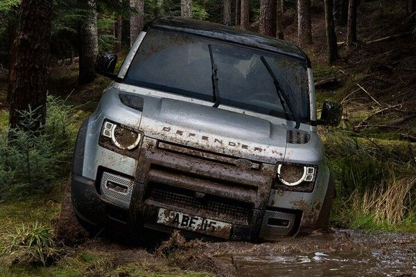 2020-land-rover-defender-off-road