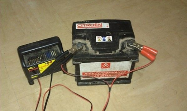 car-battery-on-charge