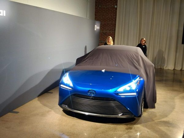 image-of-Toyota-Mirai-fuel-cell-first-look