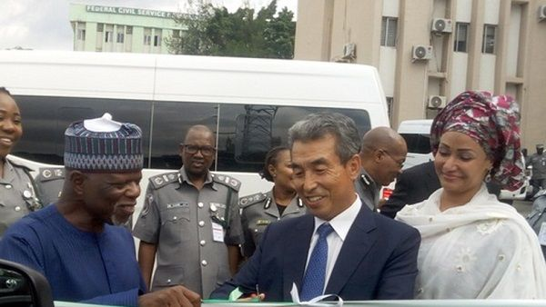 South-Korean-Embassy-donates-Hyundai-buses-to-Nigeria-Customs-service
