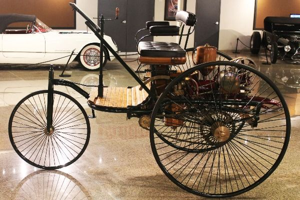 First-petrol-powered-car-display-in-a-museum