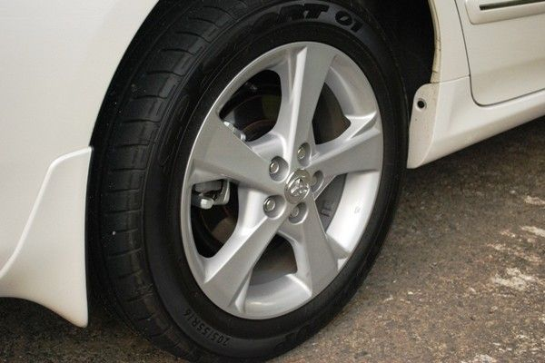 Car-tyre-with-rim
