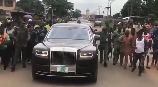 image-of-rolls-royce-phantom-adebutu--