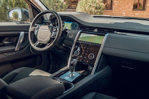 land-rover-discovery-sport-2019-dashboard