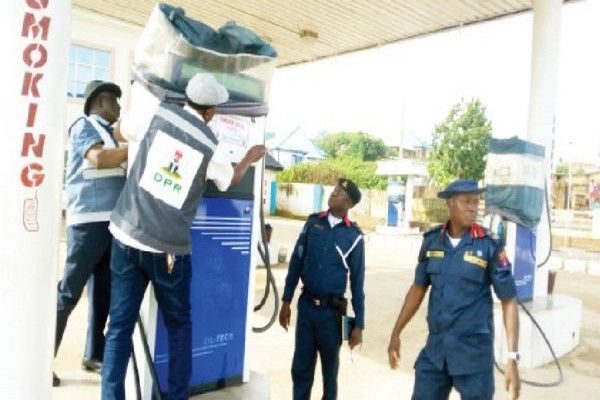 dpr-officials-at-filling-station