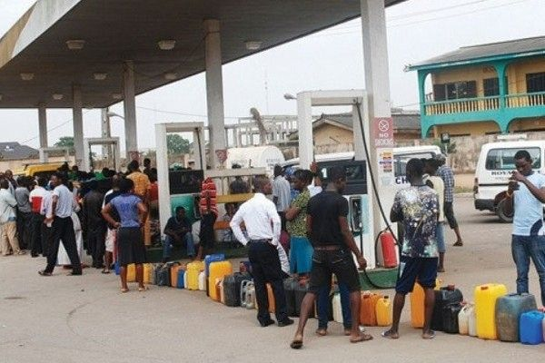 queue-at-filling-station