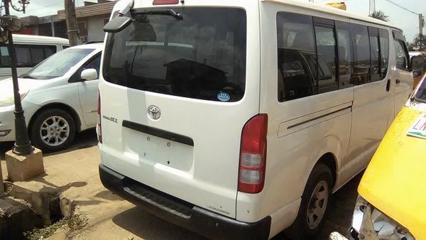 The-Toyota-HiAce-2006-parked-in-a-parking-lot