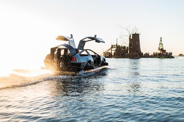 image-of-delorean-hovercraft-on-sea