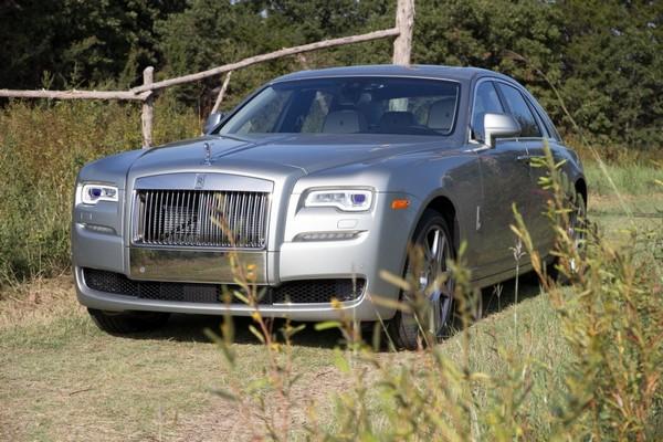 Rolls-Royce-Ghost-on-a-field