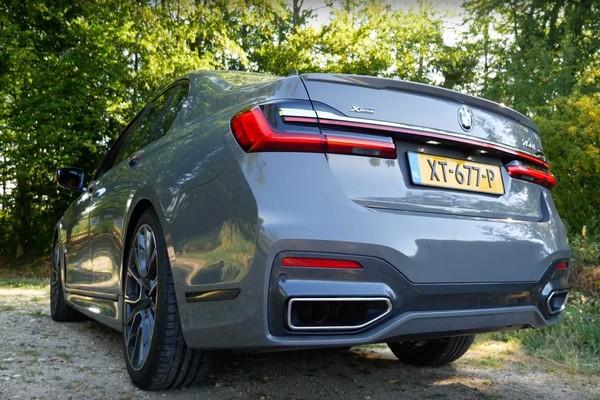 2020-BMW-760MLI-rear-view