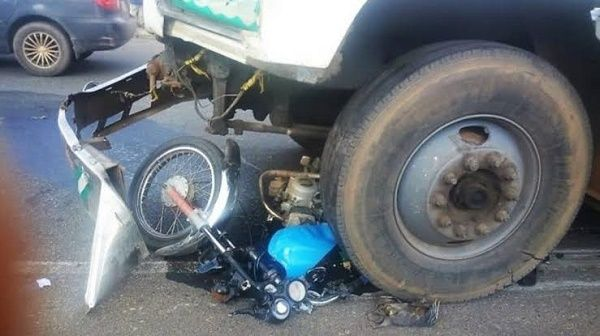 trailer-crushes-motorcycle