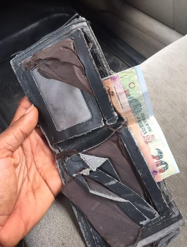 passengers-forgotten-wallet