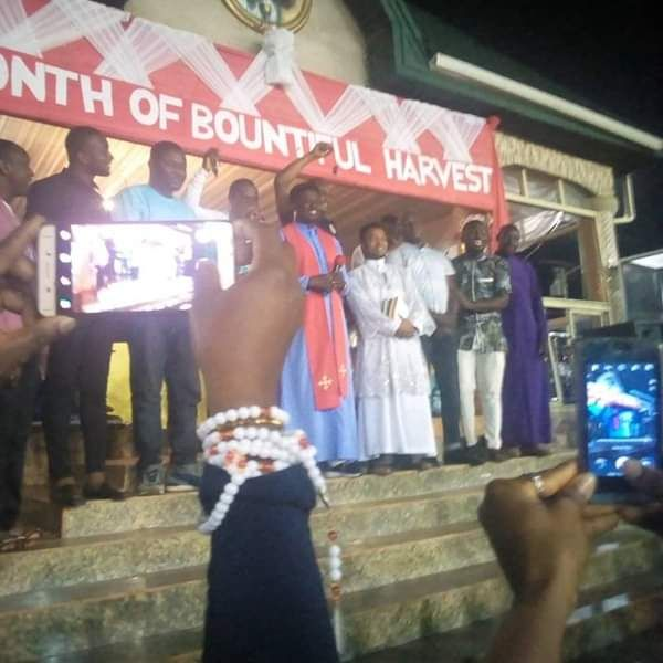 image-of-reverend-father-ebube-muonso-car-gift-to-8-workers