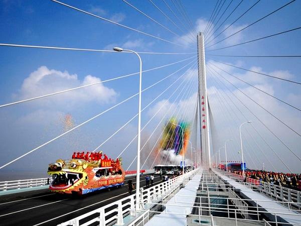 image-of-shanghai-yangtze-river-tunnel-and-bridge