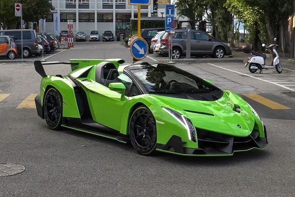 angular-front-of-a-green-Lamborghini-Veneno