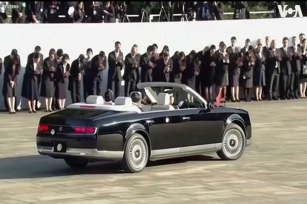 Emperor-ofJapan-toyota-century-convertible