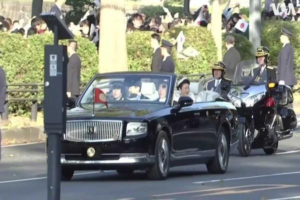 Japanese-emperor-toyota-century-convertible