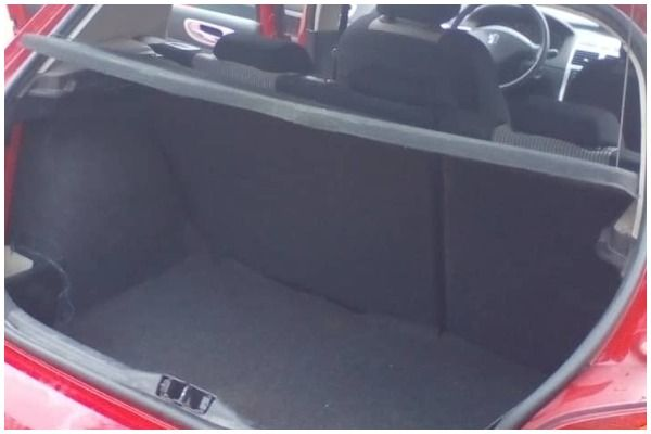 The-space-in-the-trunk-of-the-Peugeot-307