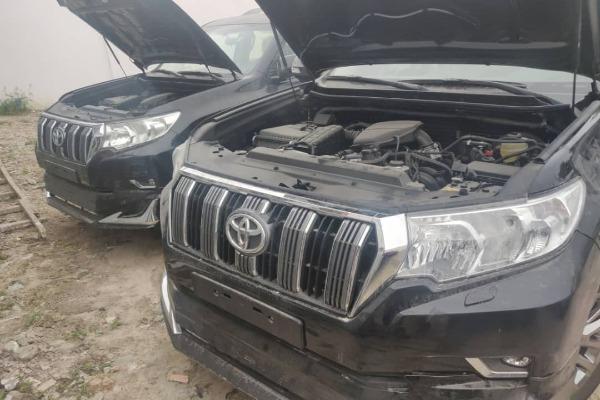 The-engine-of-the-Toyota-Prado