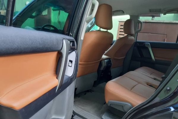 The-rear-seats-of-the-Toyota-Prado-2019