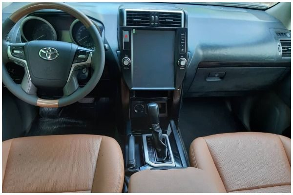 The-dashboard-for-Toyota-Prado-2019