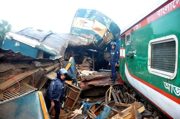 two-trains-collided-in-Bangladesh