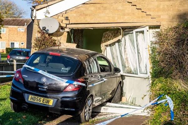 car-smashing-into-sitting-room