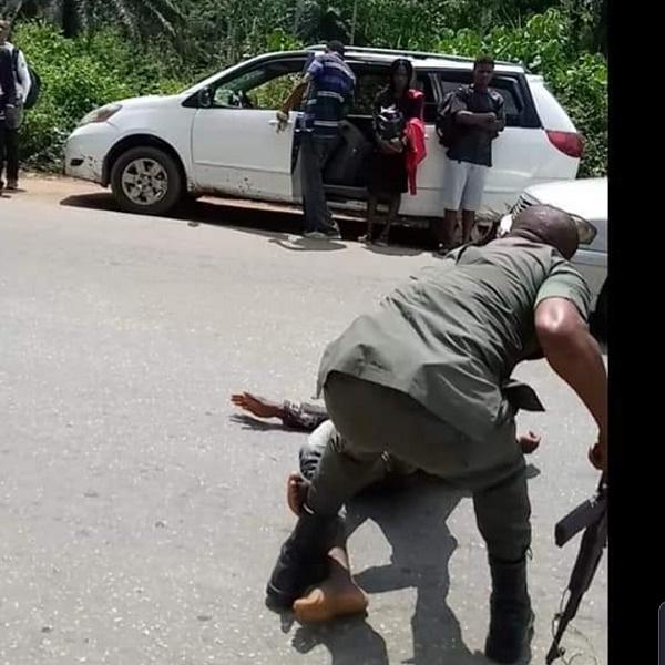 policeman-humuliates-driver