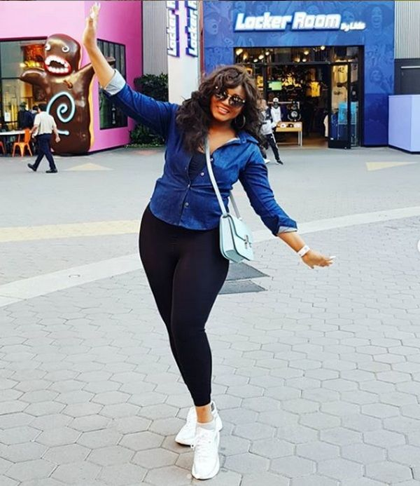 Omotola-Jalade-Ekeinde-at-a-shopping-mall