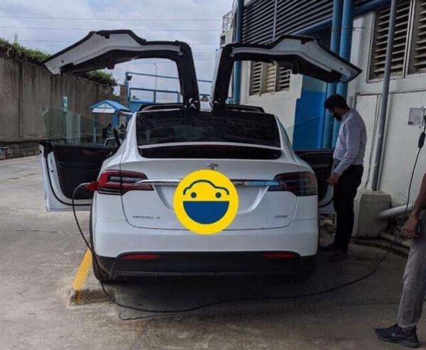 Idian-man-charging-Tesla-model-x-in-Nigeria