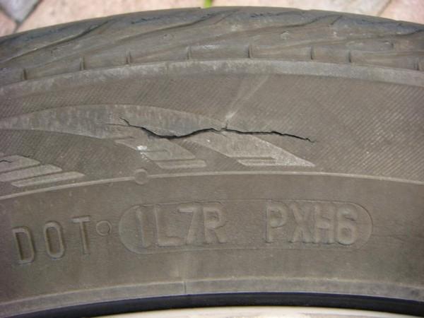 crack-on-car-tire