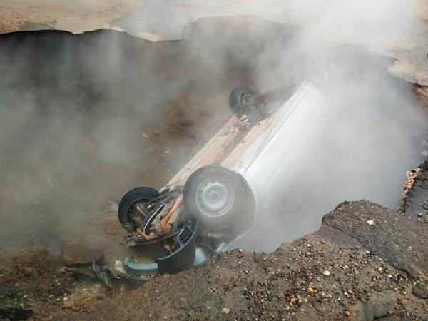 car-fell-inside-sinkhole-in-russia