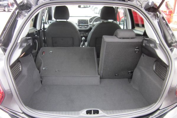 The-trunk-of-the-Peugeot-208