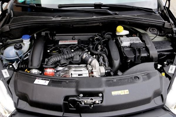 The-engine-of-the-Peugeot-208-GTi