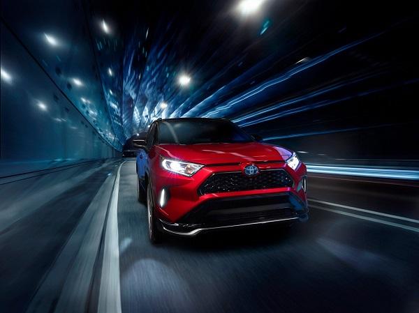 image-of-2021-toyota-rav4-prime-road-performance