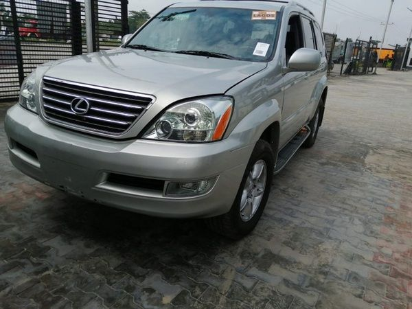 front-of-the-lexus-GX-470