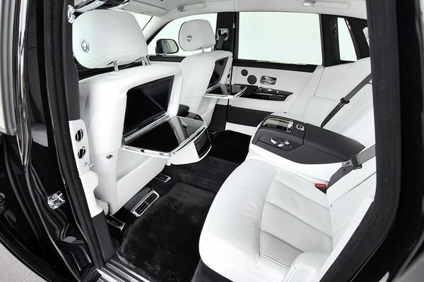 Rear-seat-of-rolls-Royce-phantom