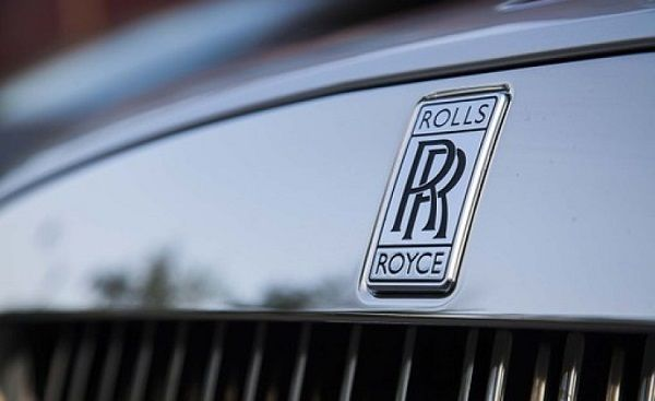 image-of-rolls-royce-logo-on-the-car