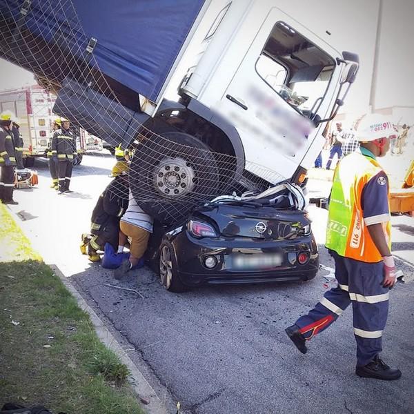 truck-landing-car