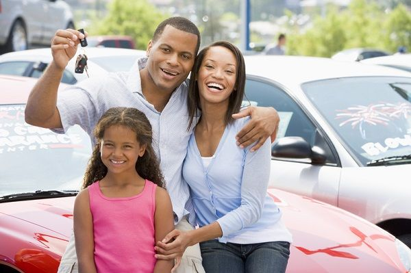 Family-with-car