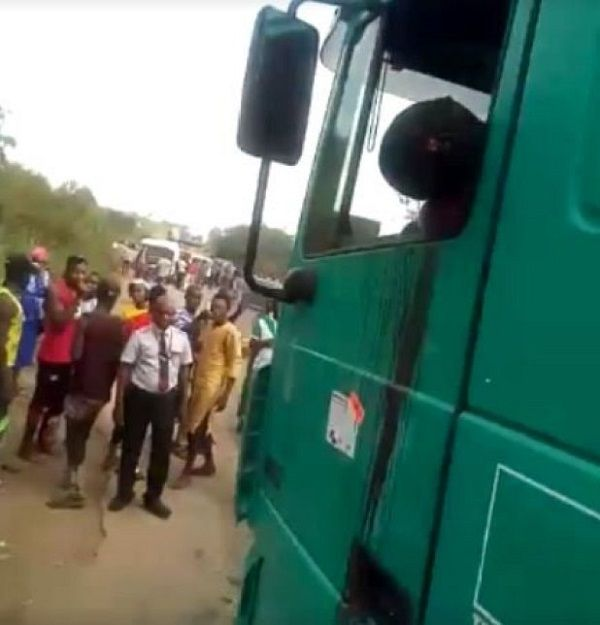 image-of-police-brutality-in-owo-ondo-on-truck-driver