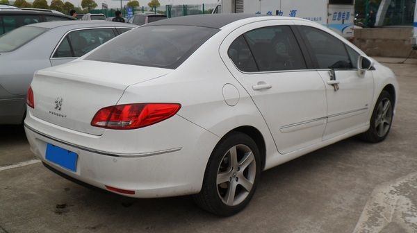 angular-rear-of-the-Peugeot-408