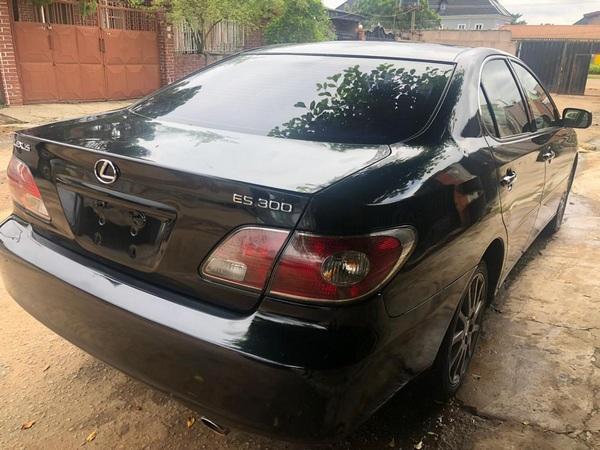 lexus-es-300-2002-rear