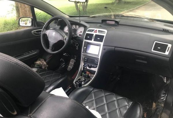 The-dashboard-of-the-Peugeot-307