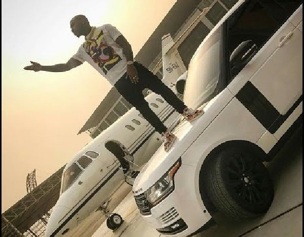 Davido-standing-on-top-of-a-Land-Rover