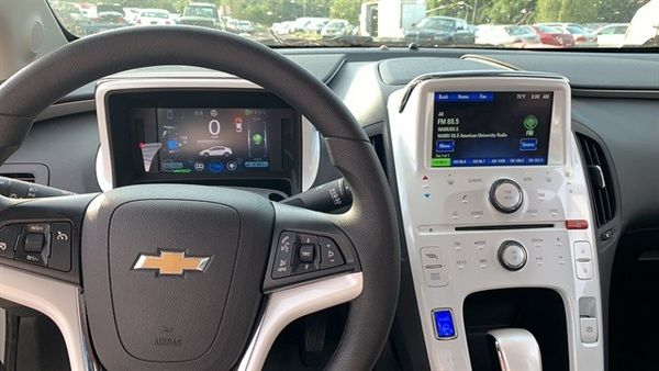 chevrolet-volt-2013-steering-wheel