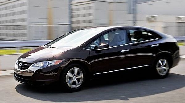 honda-clarity-running-on-the-road