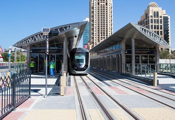 image-of-dubai-tram-in-the-city