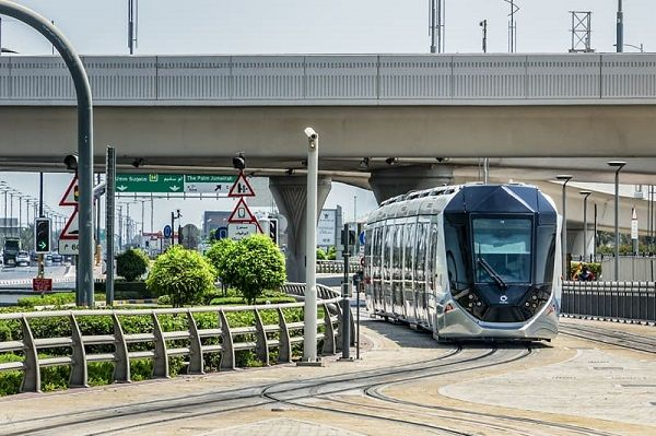 image-of-dubai-trams-02